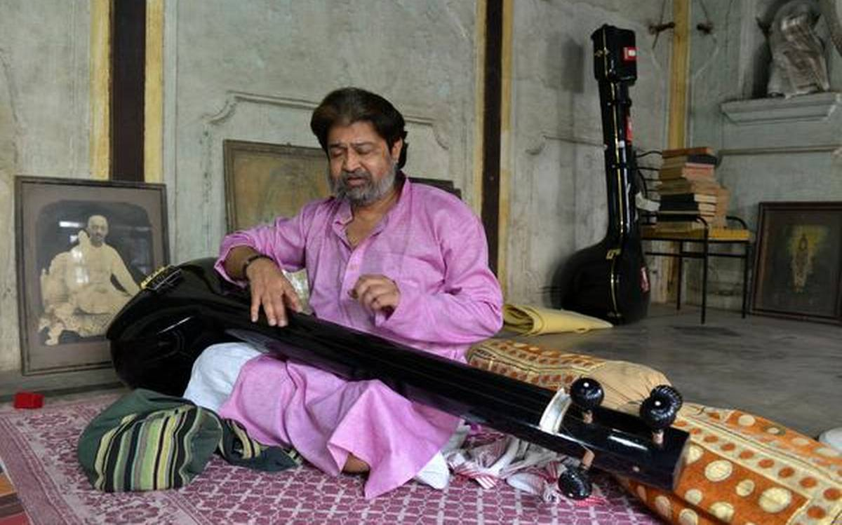 Biography of Hindustani Classical Vocalist Mukul Shivputra