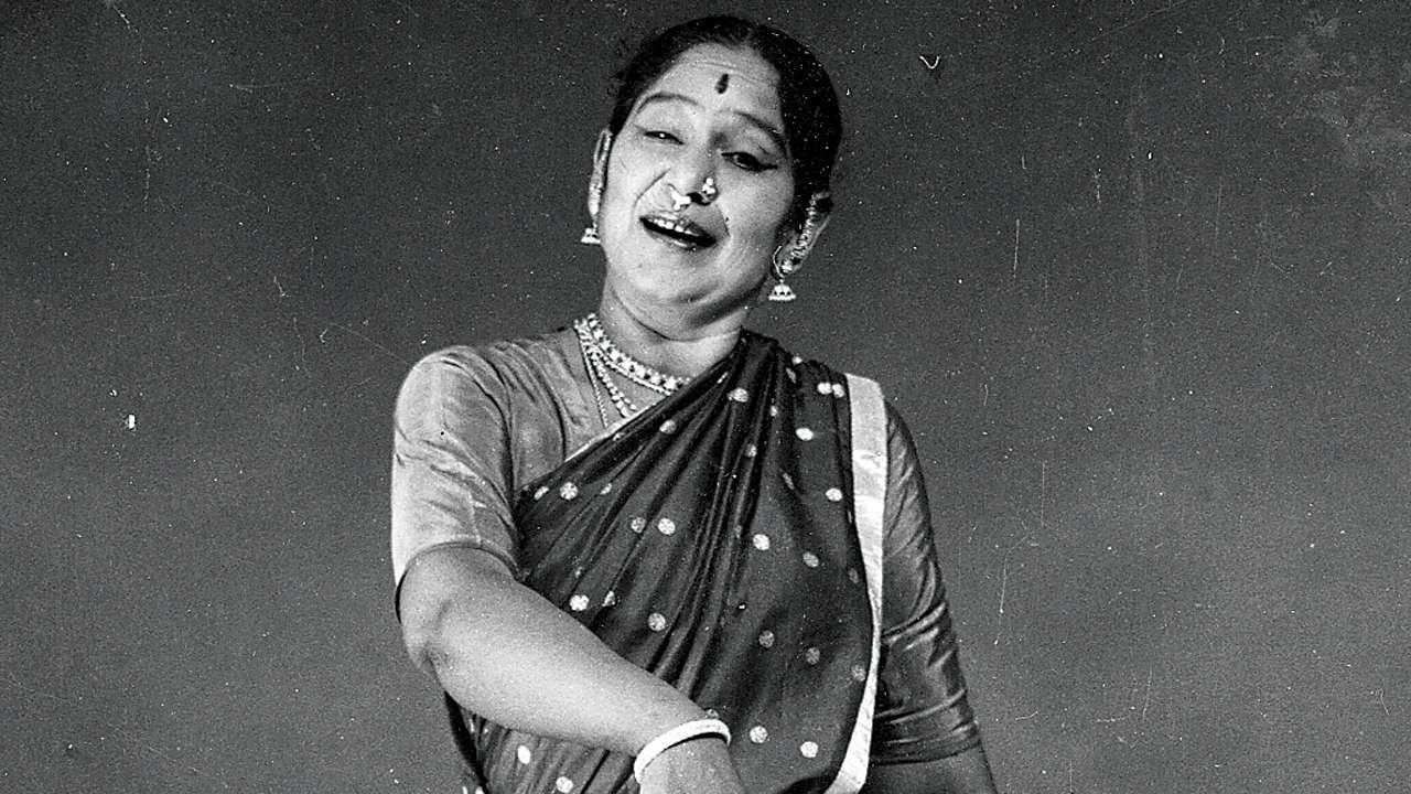 A Biography of an Indian Classical Bharatanatyam Dancer Balasaraswati