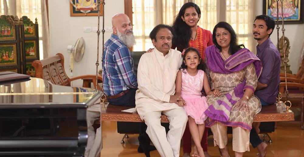 Kavita Krishnamurthy: भगवान ने मुझे 'रेडीमेड फैमिली' दे दी